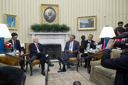 Tổng thống Hoa Kỳ Barack Obama đón tiếp Tổng bí thư đảng CSVN Nguyễn Phú Trọng tại Tòa Bạch Ốc hôm 7/7/2015.