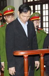 Nguyên Chủ tịch Vinashin Phạm Thanh Bình trước  tòa ngày 27 tháng 3, 2012
