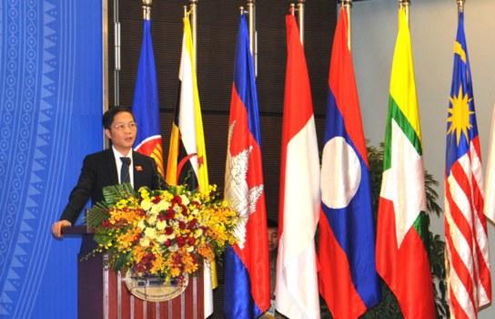 Bộ trưởng Bộ Công Thương Trần Tuấn Anh phát biểu khai mạc tại Hội nghị Bộ trưởng giữa kỳ lần thứ ba giữa các nước đàm phán Hiệp định Đối tác Kinh tế Toàn diện Khu vực (RCEP) sáng 22/5 tại Hà Nội.