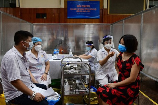 Thủ tướng VN yêu cầu chấm dứt việc kén chọn vắc-xin & điều tra vụ trả tiền để tiêm vắc-xin