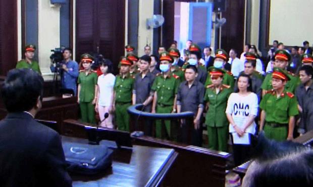 Các bị cáo tại phiên xử phúc thẩm hôm 04/06
