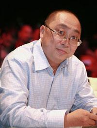 Nhạc sĩ Tuấn Khanh. Photo courtesy of MegaFun.vn.