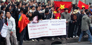 VN-students-protest-china-305.jpg