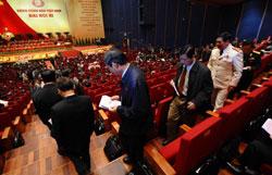 Các đại biểu bỏ phiếu tại Đại hội đảng XI ở Hà Nội vào ngày 17 tháng 1 năm 2011. AFP PHOTO / HOANG DINH Nam.