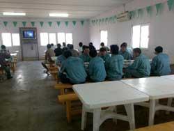 Công nhân trong khóa huấn luyện chờ đi XKLĐ ở cty Vinaconex. Photo courtesy of vinaconex.