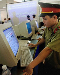 Vietnam-Police-Internet-200.jpg