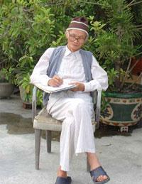 Nhà văn Võ Hồng. Photo courtesy of Mang Viên Long's blog.